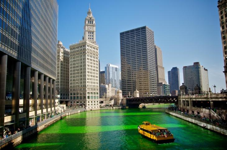 En el 2013, el río Chicago fue pintado de verde para celebrar el día de San Patricio